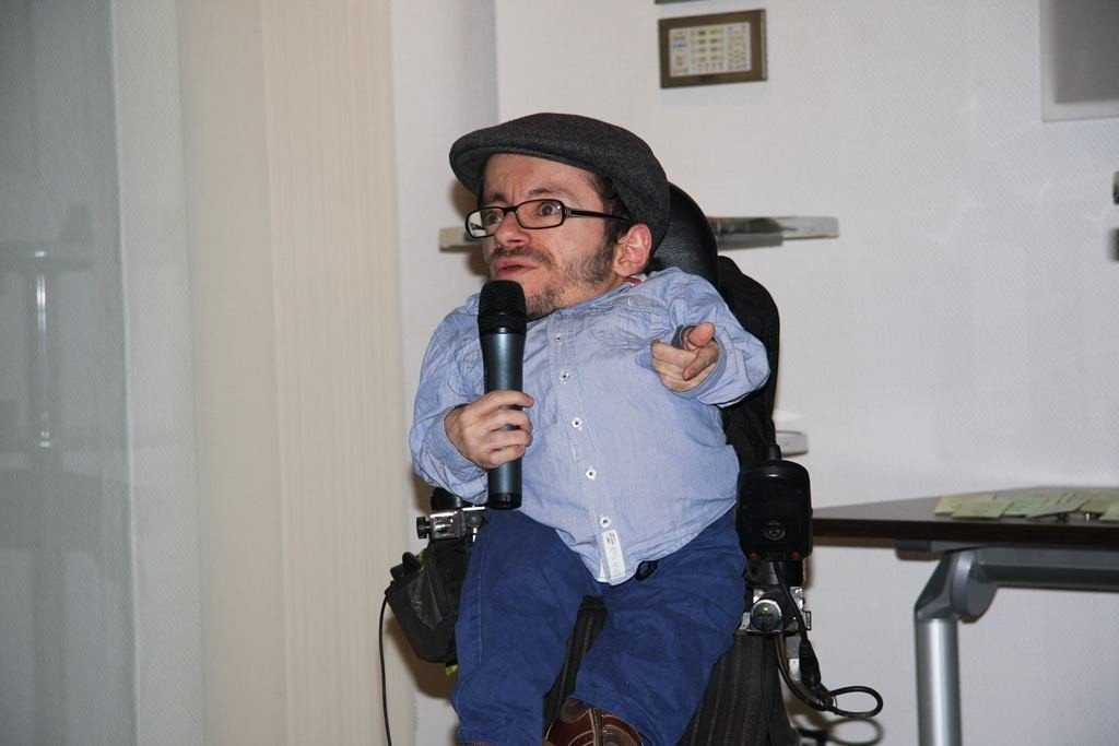 """Die Zwangsabgabe für Unternehmen, die keine Behinderten einstellen, """"muss drastisch erhöht werden"""": Radikale Thesen vertritt Raúl Aguayo-Krauthausen"""